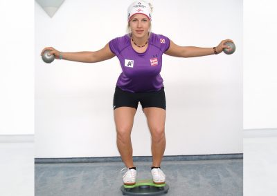 Knee bend training with the MFT Trim Disc