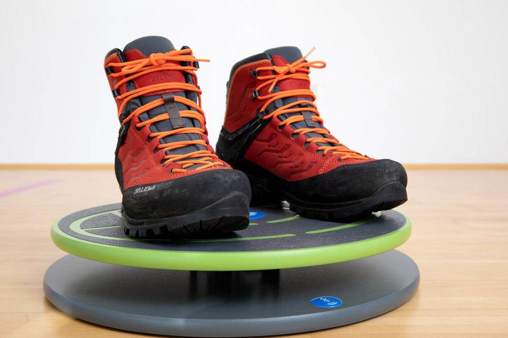 Balancetraining fürs Wandern, Laufen und Trailrunning mit einem Balance-Board von MFT Bodyteamwork