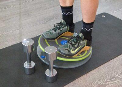 Übungen mit oder ohne Kurzhantel – Koordinatives Krafttraining zur Ganzkörperstabilität