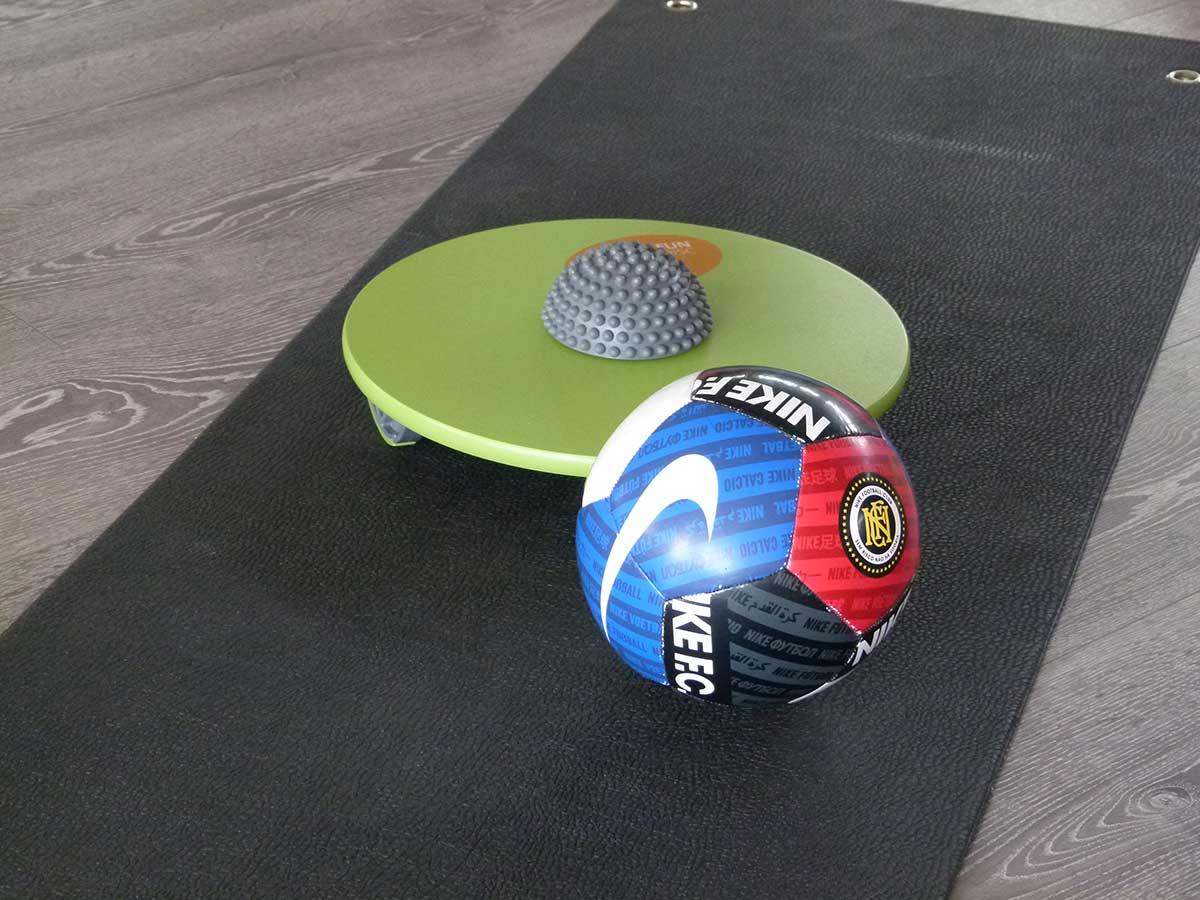 MFT Übung 112 Ball am Boden rollen